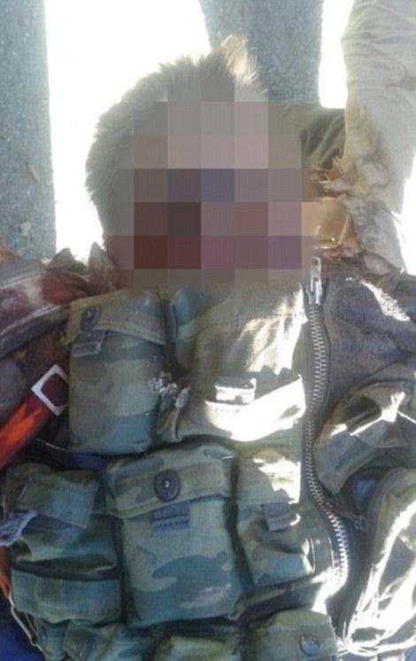 'Prueba'? Esta imagen acompañada de un video pretende mostrar uno de los pilotos rusos encontrado muerto por rebeldes de Turkmenistán