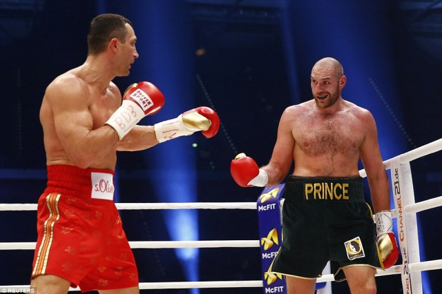 Both men were more cautious after the right-hook exchanges in the fifth but Fury continued to play games in the ring