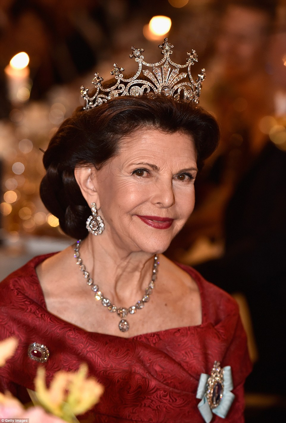 Queen Silvia wore the particularly regalNine Prong Tiara with a diamond necklace and drop earrings. It is often regarded as her favourite tiara and is encrusted with 500 diamonds and has a sunburst motif that culminates in nine prongs