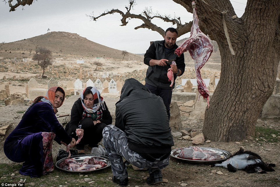 Inside Sinjar Where ISIS Killed Old Women Who Could Not Be