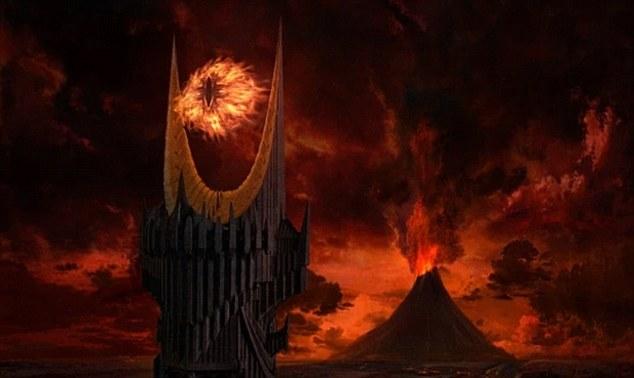 El Ojo de Sauron se cierne sobre el Monte del Destino en la adaptación de Peter Jackson de JRR Tolkien El Señor de los Anillos