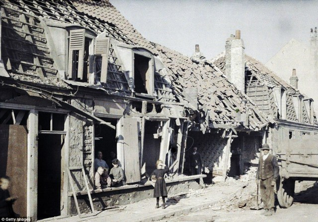 Damaged buildings after the bombings of September 10 and 11 in the town of RosendaÎl, near Dunkirk, on 11 September 1917