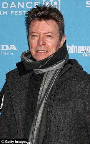 Iconos británicos: El músico (L) murió de cáncer el domingo, 69 años de edad, mientras que el actor de Hollywood (R) falleció a la misma edad el jueves, también de cáncer