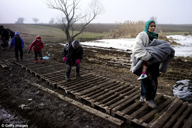 O referido o conflito na Síria vai continuar a ser uma fonte de refugiados que procuram asilo na União Europeia (na foto, os migrantes na Sérvia)