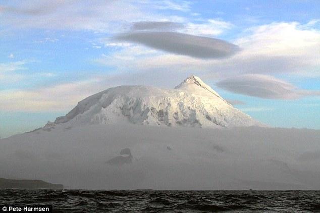 Big Ben, situato sul telecomando sub-antartiche Heard, è la montagna più alta in territorio australiano e ha eruttato solo tre volte dal 2000