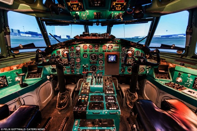 The pilot reveals theintricate layout of the McDonnell Douglas MD-11Fcockpit when the seats are rolled back after landing