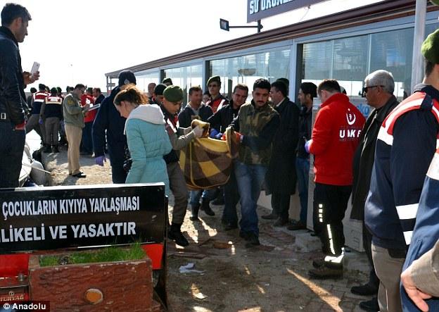 Al menos 27 inmigrantes murieron cuando los guardacostas encontró el barco se hundió parcialmente el intento de llegar a Grecia