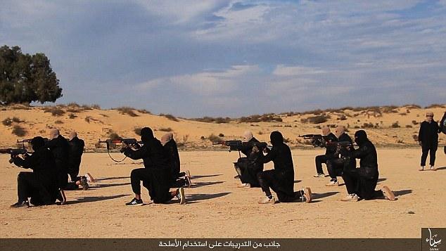 militantes ISIS no Egito divulgou fotos de um campo de treinamento novo segredo no deserto de Sinai