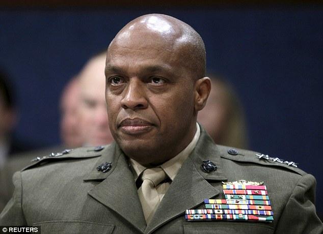 Marine Corps tenente-general Vincent Stewart (foto) destacou os perigos do grupo jihadista 'ramos emergentes' em Mali, Tunísia, Somália, Bangladesh e na Indonésia