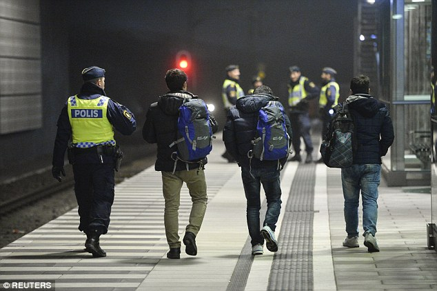 Muchos de los refugiados han citado problemas familiares y decepción con la vida en el gélido país nórdico por el motivo por el que se dirigían a sus hogares.