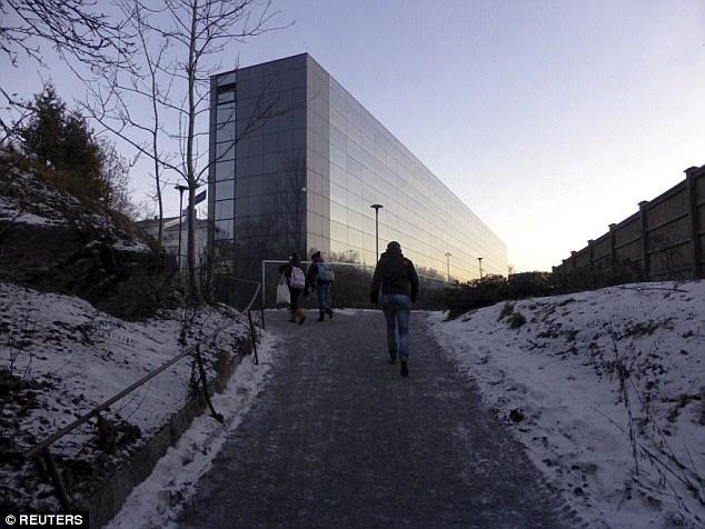 Junto con otros estados nórdicos, Finlandia ha reforzado recientemente sus políticas de inmigración, por ejemplo, exigiendo a los solicitantes de asilo en edad laboral que realicen un trabajo no remunerado