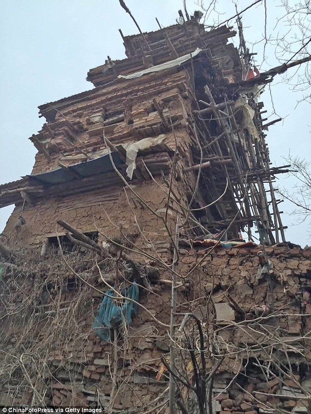 His building materials were primarily clay and stone blocks he collected with a small wheelbarrow