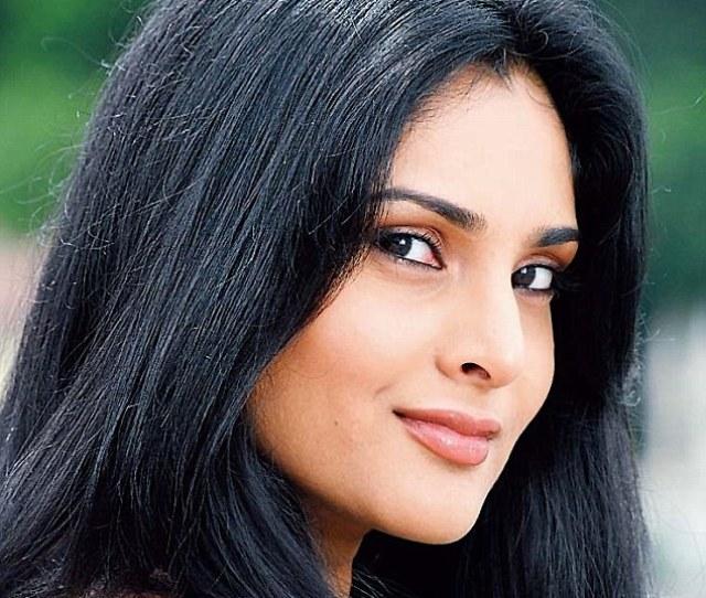Actress And Former Mandya Mp Ramya Made Sensational Revelations About Kumaraswamy Recently