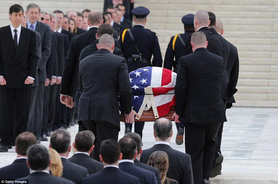 The body of Justice Antonin Scalia has arrived at the Supreme Court, where hundreds of mourners lined the streets to pay their respects