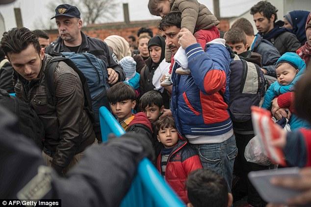 Grecia está actualmente luchando con un bloqueo de los refugiados después de Macedonia cerró sus fronteras a los afganos