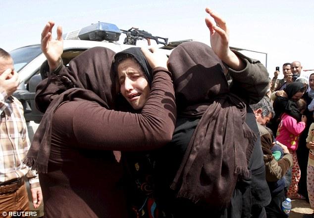 ISIS secuestrado a cientos de mujeres y niñas - y masacró a miles de hombres - durante el asedio de varios pueblos yazidi en el norte de Irak en agosto de 2014 (en la foto, las mujeres que huyen del ataque Yazidi)