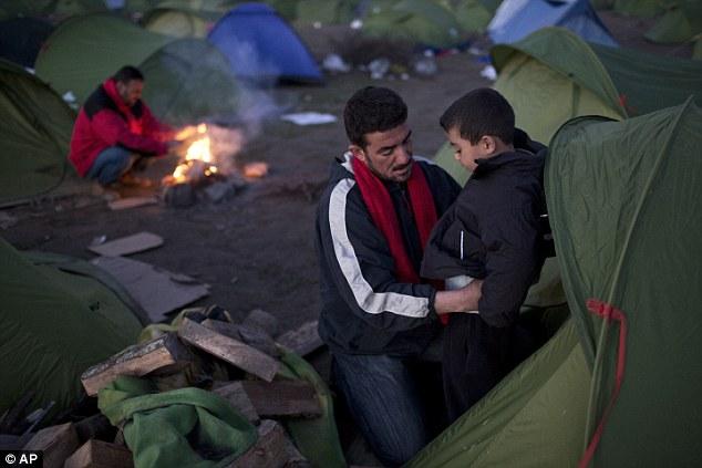 """La UE emitió una severa advertencia el martes que una """"crisis humanitaria"""" se avecina, especialmente en Grecia, y que estaba """"preocupado"""" por los acontecimientos en la ruta de los Balcanes"""