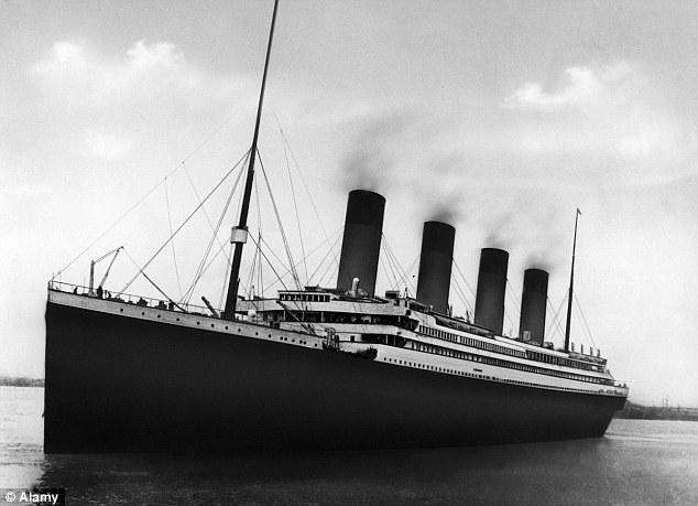 When the Titanic smashed into the side of the iceberg in 1912, the iceberg is thought to have measured 400 feet in length, with a mass of 1.5m tonnes