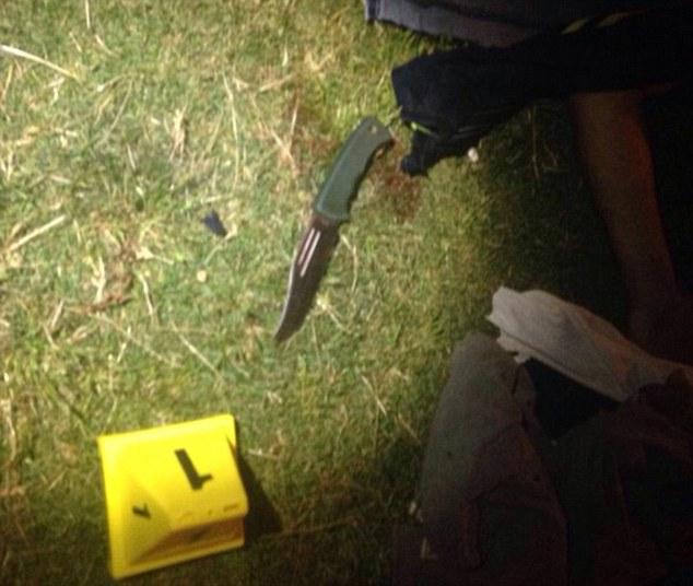 Entre los heridos graves se considera que es una mujer embarazada, un turista ruso, y la esposa del turista muerto, informaron los medios locales (en la foto, el cuchillo utilizado durante las puñaladas)