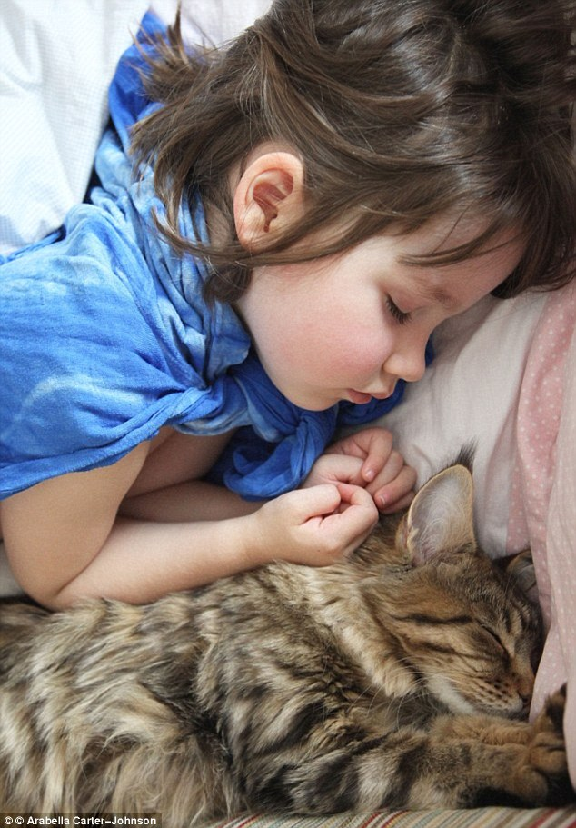 La madre de Iris Arabella dijo que su hija y Thula eran inseparables desde el día en que compró el gatito a casa