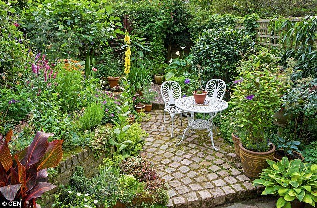 How to give a small garden HUGE punch: Have one big idea, get creative ...