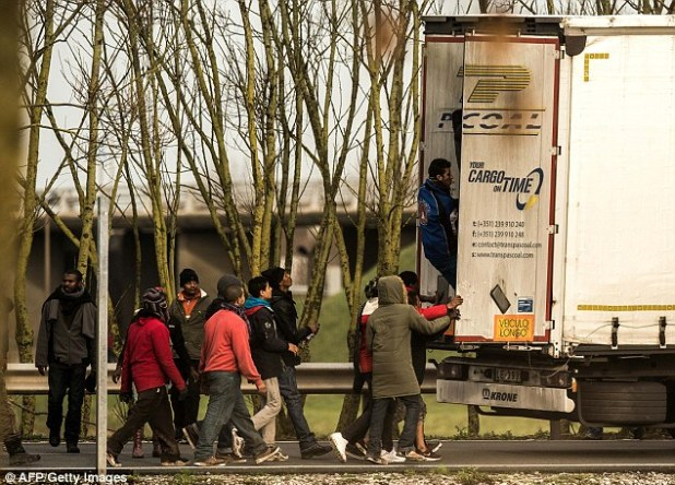 More than 1.6 million migrants moved to Britain from within the EU in less than a decade, as migrants in Calais continue to try to make their way into the country