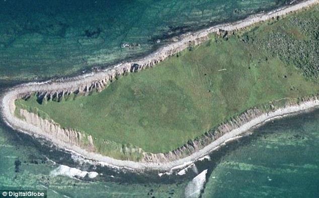 Los investigadores descubrieron el sitio buscando patrones inusuales en imágenes de satélite que indicaban los restos de estructuras artificiales en Terranova (en la foto)