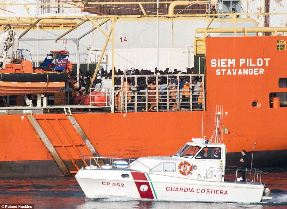 La preocupación: Comandante Brenden ya se ha descrito la situación en Palermo como 'abrumadora', aunque 'temporada migrante' no ha empezado