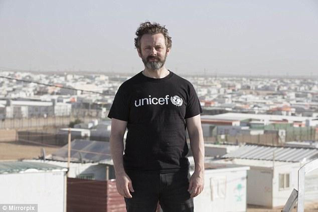 Sr. Kleinschmidt también expone cómo la alta burocracia de ayuda mintieron sobre el cuidado de miles de niños más de lo que realmente hicieron (en la foto, Embajador de UNICEF y el actor Michael Sheen)
