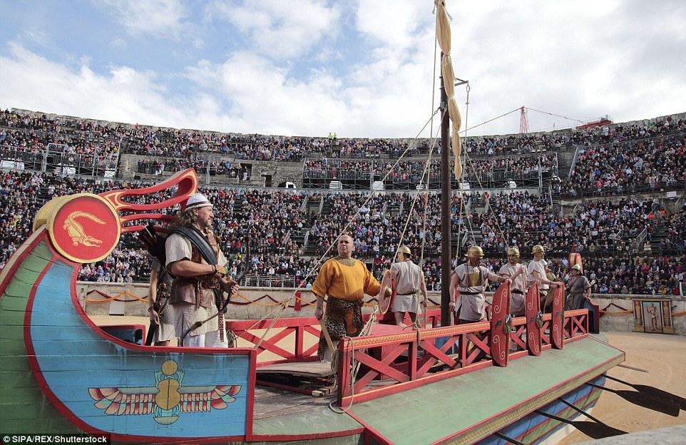 Após a vitória de Octavian, Mark Anthony and Cleopatra fugiram e depois cometeu suicídio, levando à imposição de domínio romano no Egito