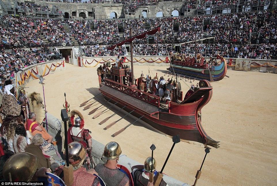 Um dos eventos encenados nos Jogos foi a grande batalha naval de Actium, lutou nos mares fora Grécia