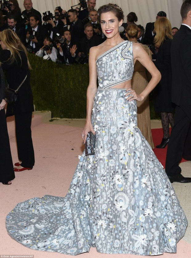 Glowing: Girls beauty Allison Williams sported a patterned ballgown with symmetric bodice