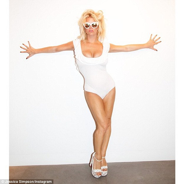Jessica Simpson Post Yet Another Sexy Pinup Shot To