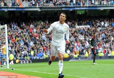 Paris Saint-Germain ont première option sur le Real Madrid Cristiano Ronaldo, selon les rapports en France