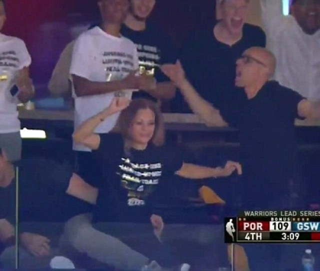 Sonya Curry Briefly Stole The Show From Son Steph During The Golden State Warriors Wednesday Night