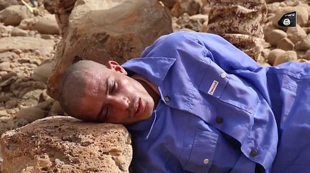 ISIS ha lanzado un nuevo video impactante que muestra un prisionero morir aplastado por una gran roca en Yemen