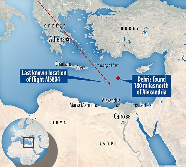 Hunt: El ejército egipcio informó del hallazgo de restos y objetos personales del avión perdido alrededor de 180 millas al norte de Alejandría