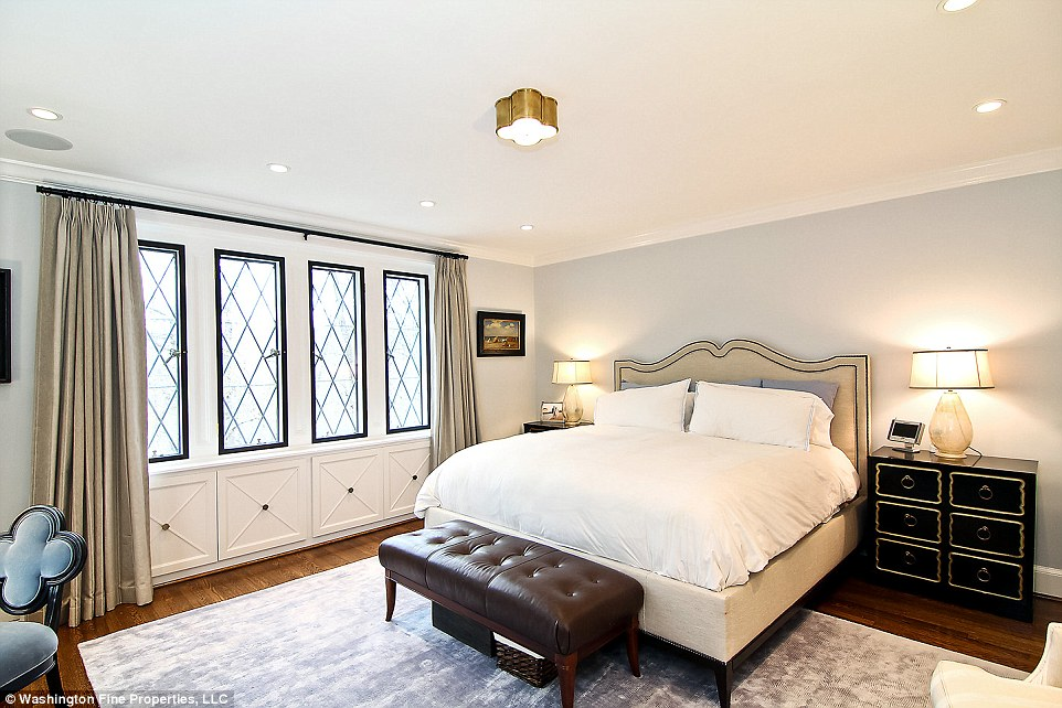 Master suite: This will be the Obamas' post-presidential bedroom. It also has a sitting area and two bathrooms