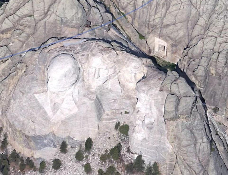 Purtroppo, i turisti che visitano il Monte Rushmore, non sono in grado di accedere alla Hall Of Records perché la sua posizione è troppo difficile da raggiungere