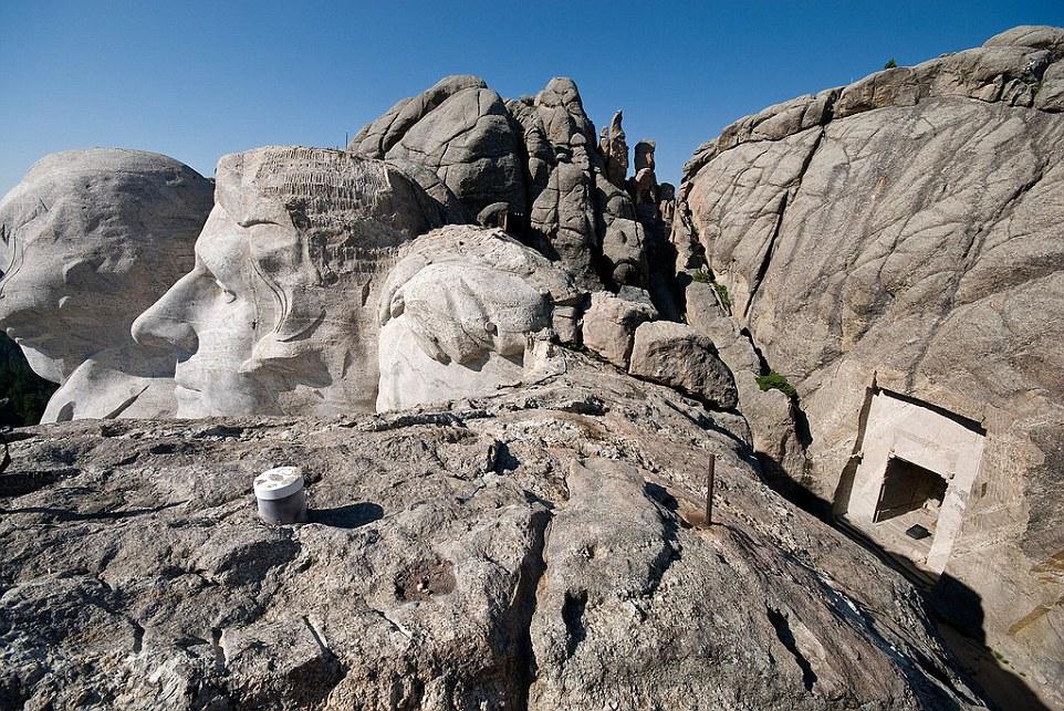 Monte Rushmore nel Dakota del Sud ha una stanza segreta dietro la testa di Abraham Lincoln