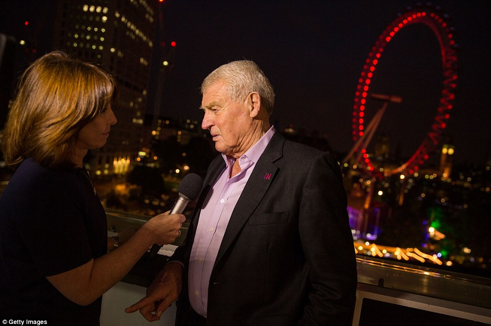 Paddy Ashdown joins supporters for the Stronger Together campaign in the shadow of the London Eye as they await the result