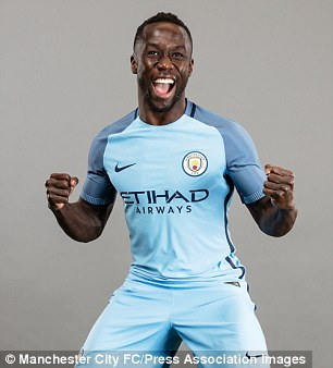 Bacary Sagna appears to like the new kit