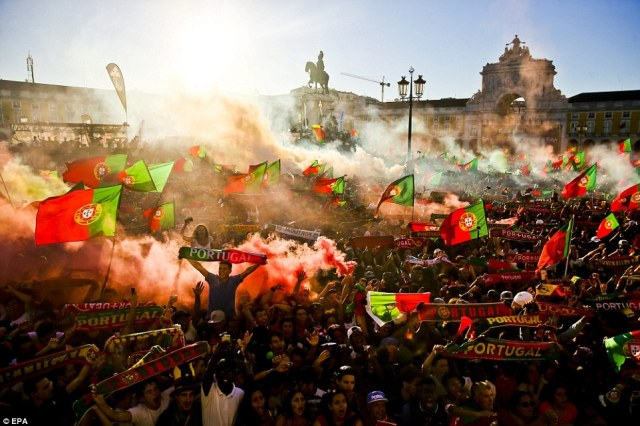 Supporters of Portugal during the public viewing of the Euro 2016 final match between Portugal and France at Terreiro do Paco in Lisbon