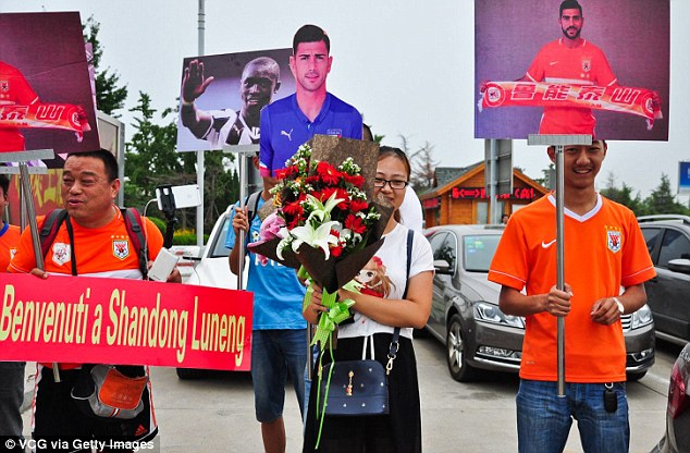 Some fans even turned up with picture signs of Pelle in action as they welcomed their new signing