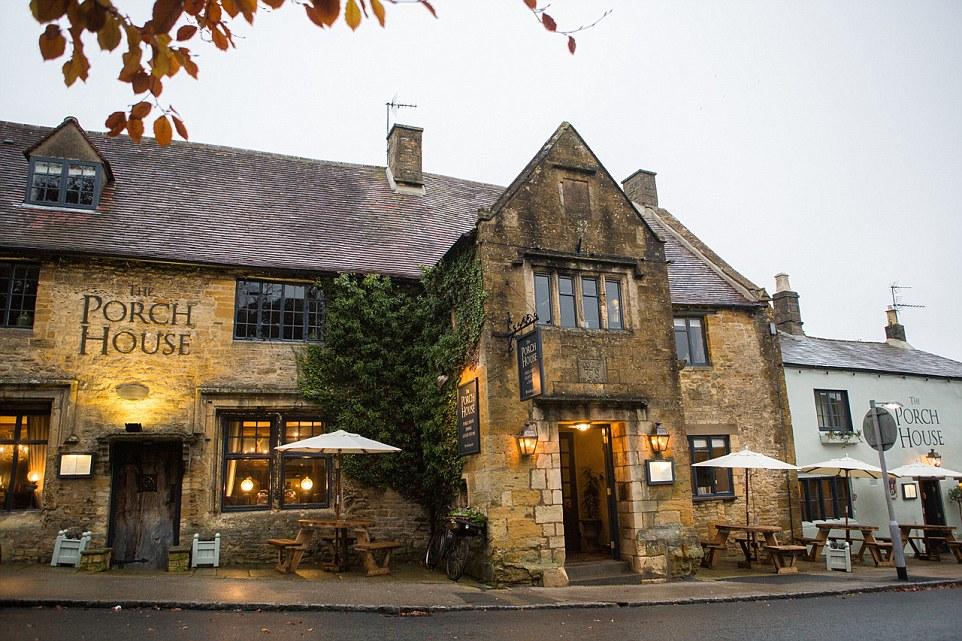 Si dice che sia la locanda più antica d'Inghilterra, il Porch House è tipicamente inglese, con parti dell'edificio risalenti all'anno 947