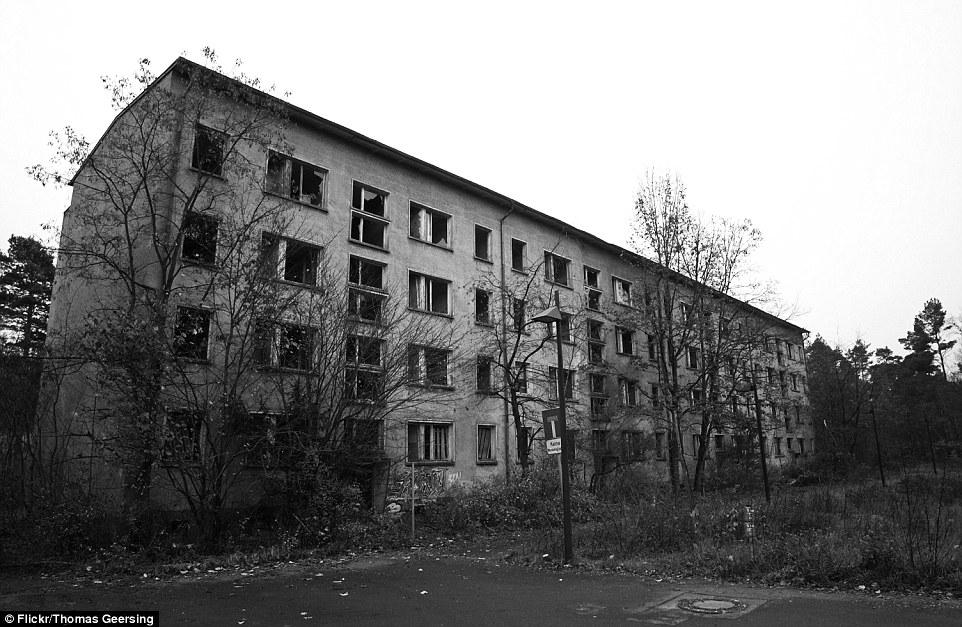 Il sito è stato lasciato abbandonato dal 1990, ma è stato utilizzato per girare film di successo come Valkyrie nel 2008