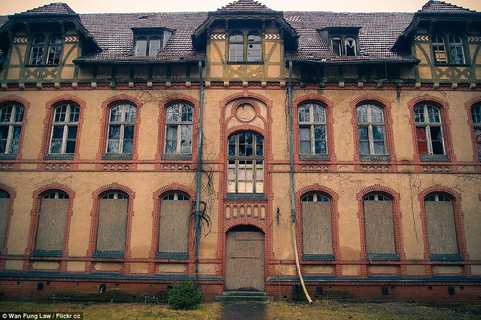 Adolf Hitler è stato trattato qui per due mesi nel 1916 dopo essere stato ferito a una gamba nella battaglia della Somme