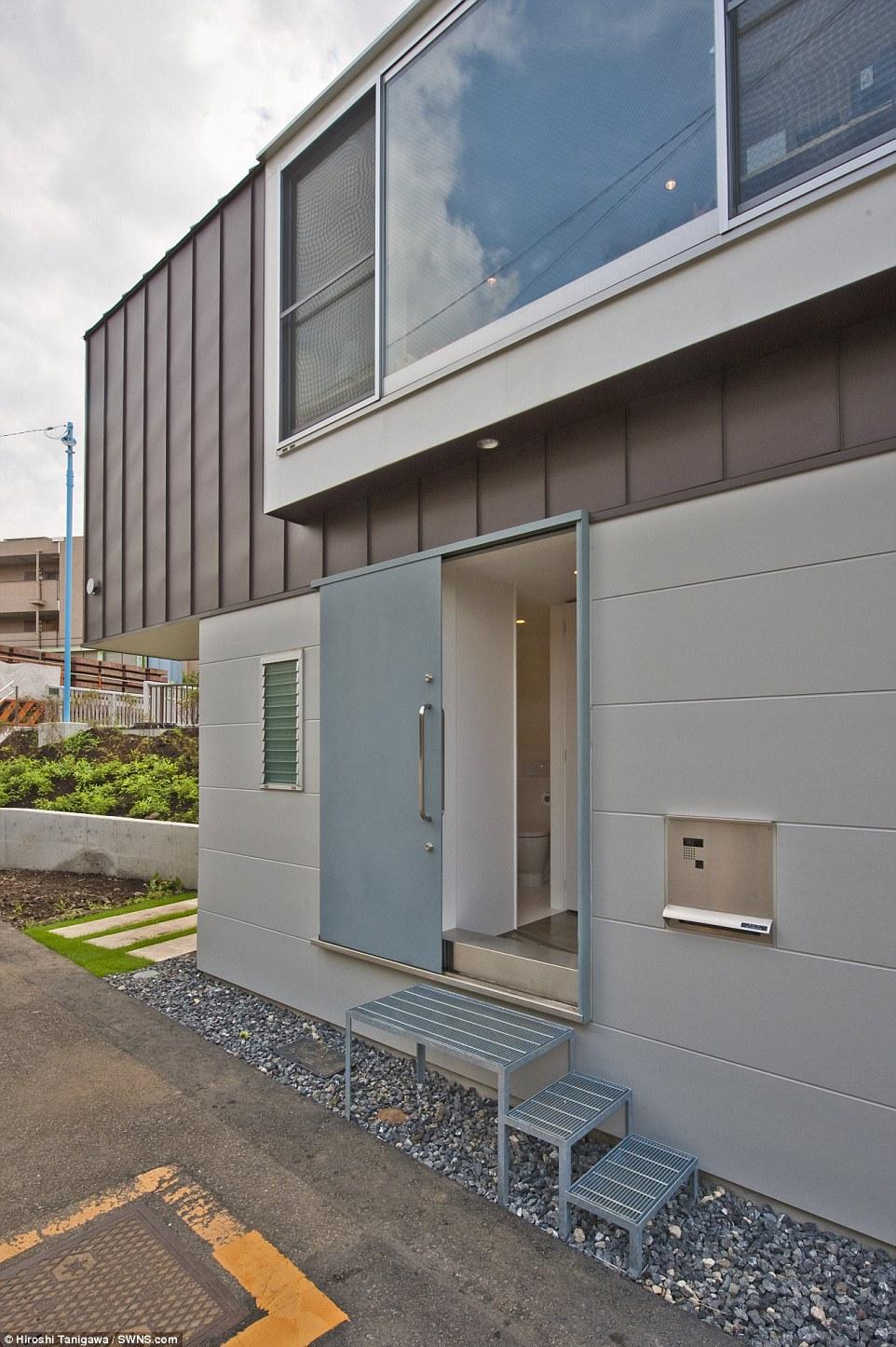 Nulla di intentato: Anche la porta scorrevole si assicura che ogni singolo millimetro di spazio viene utilizzato per dare la capacità massima casa