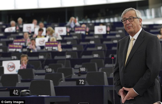 Jean-Claude Juncker, President of the European Commission, is also a fan of the hand signal