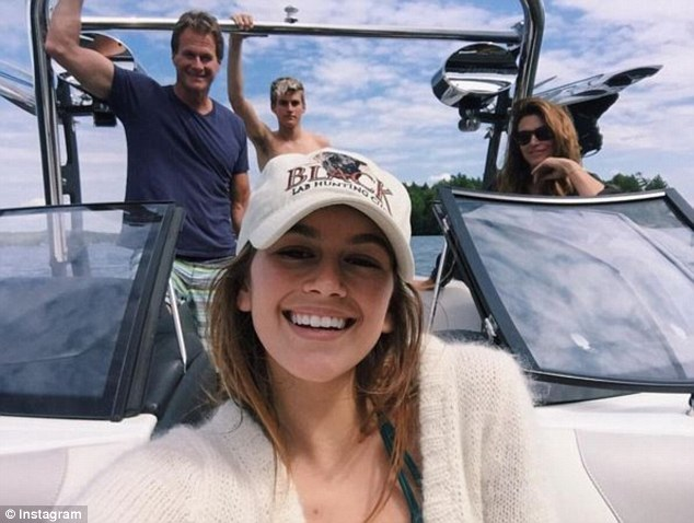 Lisa Rinnas Teen Daughters Pal Around With Cindy Crawford